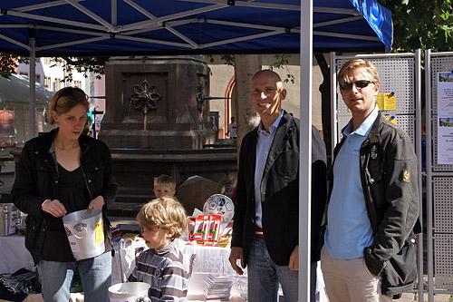 Kirsten, Thomas und STA an der Losverkaufsfront