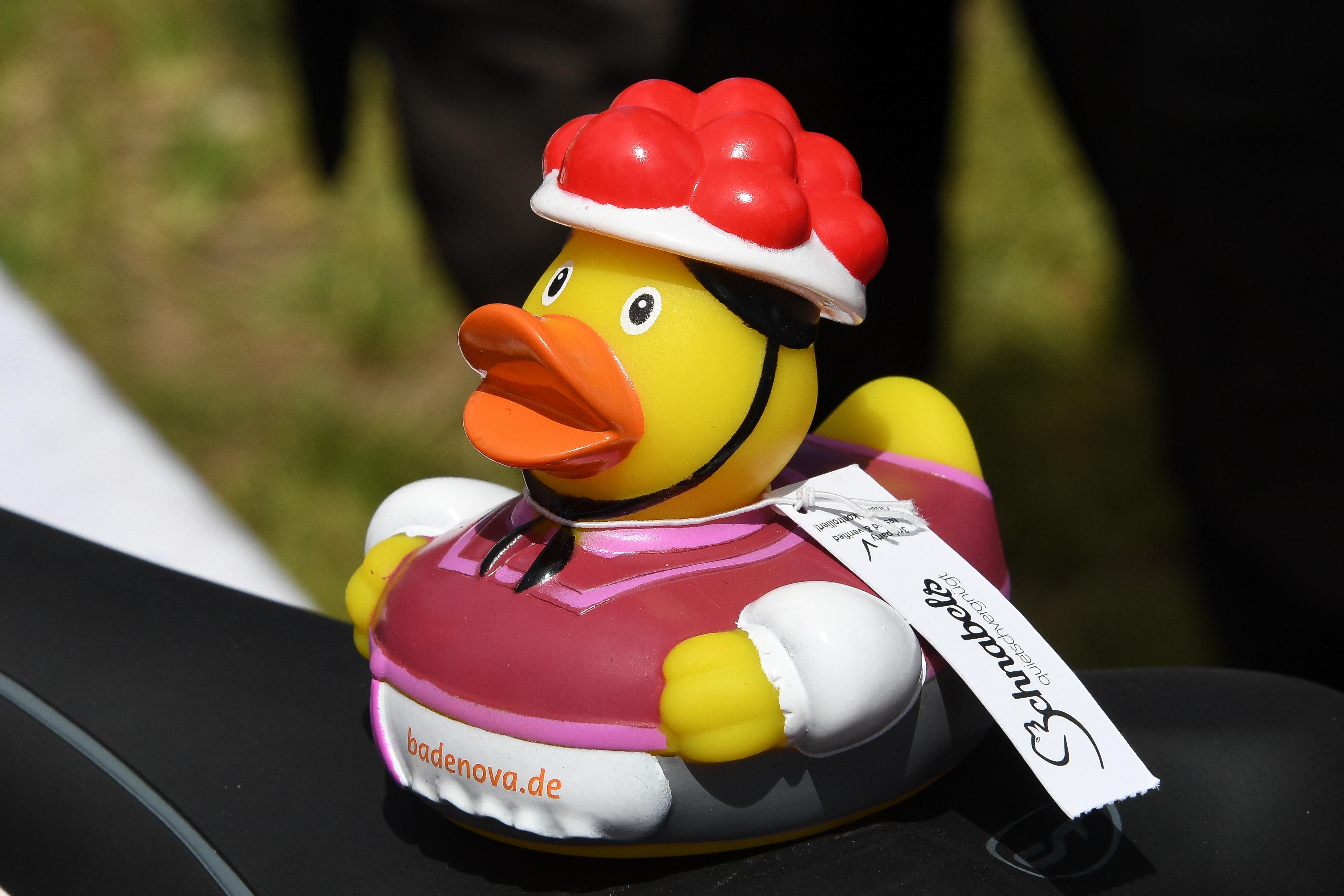 """""""Wo schwimmen sie denn…"""" – Das 6. Freiburger Entenrennen am 02. Juli 2017"""